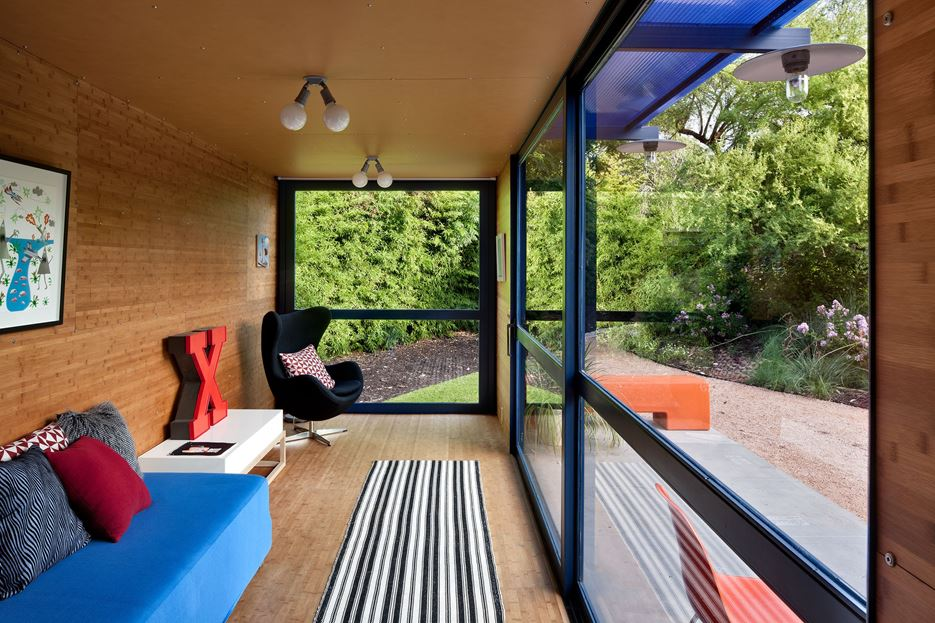 Container Guest House -living